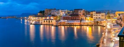 Quai vénitien de nuit de panorama, Chania, Crète photo stock