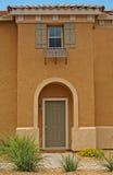 Quaint huisentryway en venster royalty-vrije stock afbeelding