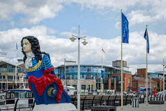 Quais Portsmouth Angleterre de Gunwharf photo stock