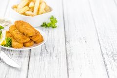 Qualche bastoni di pesce & x28 fritti; focus& selettivo x29; fotografia stock