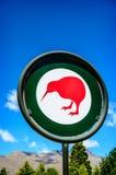 In qualche luogo in Nuova Zelanda Segno del kiwi Immagini Stock Libere da Diritti