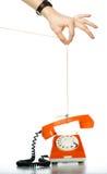 Qualcuno corda di trazione con il telefono arancione Fotografia Stock Libera da Diritti
