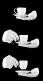 Qualcuno guanti bianchi da portare con una tazza di caffè Immagine Stock