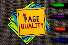 Qualità della pagina del testo di scrittura di parola Concetto di affari per efficacia di un sito Web in termini di note di carta immagine stock
