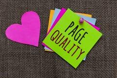 Qualità della pagina del testo della scrittura Efficacia di significato di concetto di un sito Web in termini di note di carta Im fotografia stock