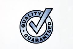 Qualität garantierte dem Zeichen, das auf dem Weiß getrennt wurde Stockfotos
