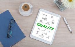 Qualitätskonzept auf einer digitalen Tablette Stockfotos