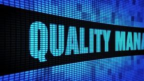 Qualitätssicherungs-Seitentext, der LED-Wand-Anzeigetafel-Zeichen-Brett in einer Liste verzeichnet stock video