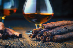 Qualitätszigarren und -kognak lizenzfreies stockbild