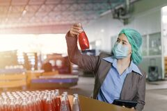 Free Quality Control Inspector Person Working In Drink Factory To Random Check Contaminate The Final Products Royalty Free Stock Photos - 214523328