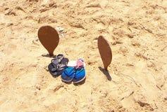Qualquer um para o tênis na praia? imagens de stock