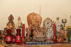 Quan Yin God de la estatua de la deidad de la misericordia Imágenes de archivo libres de regalías