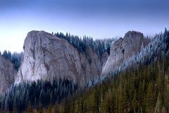 Quand hiver terre-à-terre à la montagne Photos libres de droits