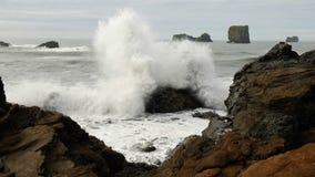 Quand il y a 2 éléments - l'océan et la réunion de roche Images libres de droits