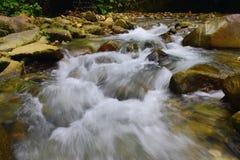 Quand la rivière a commencé à sécher image stock