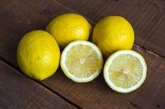 Quand le citron est coupé, les photos prêtes à servir de citron, Photographie stock libre de droits