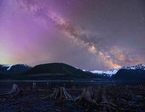 Quando la Via Lattea ha incontrato l'aurora Fotografia Stock