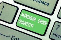Quantité d'ordre minimum des textes d'écriture de Word Le concept d'affaires pour plus en petite quantité d'un produit un fournis photos stock