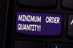 Quantité d'ordre minimum des textes d'écriture La signification de concept la plus en petite quantité d'un produit un fournisseur photos libres de droits