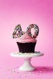 quarantième petit gâteau d'anniversaire images stock