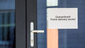 Quarantine announcement on the door of the store and the possibility of ordering with home delivery