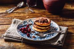 Quark Pancakes com cereja Fotografia de Stock Royalty Free