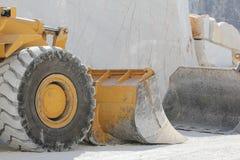 Quarrie de marbre Carrare Italie (tracteur à chenilles de groupe) Image stock