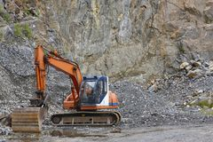 Quarry aggregate with heavy duty machinery. Construction industr. Y. Horizontal Royalty Free Stock Photos