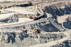 Quarry a mineração do asbesto, Ural, Rússia fotografia de stock
