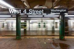 Quarta fermata ad ovest del sottopassaggio della via - NYC Fotografia Stock Libera da Diritti
