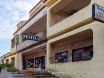 QUARTEIRA, ALGARVE/PORTUGAL MERIDIONAL - 7 DE MARZO: Hotel abandonado Foto de archivo