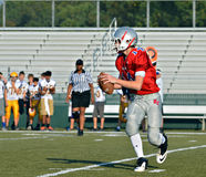 Quarterback som är klar att pass Arkivfoton