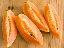 Quarti della papaia Fotografia Stock Libera da Diritti