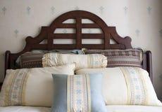Quarto americano luxuoso da cama Fotos de Stock