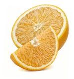 Quarto arancio e mezzi pezzi isolati su fondo bianco Fotografia Stock