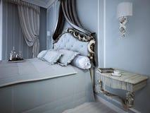 Quarto azul acolhedor no estilo clássico Fotografia de Stock Royalty Free