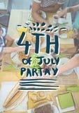 Quarto blu e bianco del grafico del partito di luglio contro spese generali della famiglia che mangiano alla tavola Immagine Stock