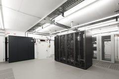 Quarto com ar condicionado pequeno do server do computador imagem de stock