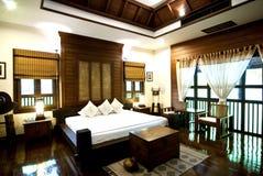 Quarto contemporâneo tailandês da cama Fotografia de Stock Royalty Free