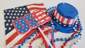 Quarto de decorações do partido de julho em um fundo branco Imagens de Stock Royalty Free
