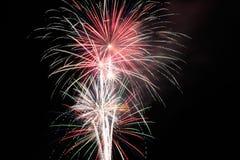 Quarto de fogos-de-artifício de julho na noite Fotos de Stock Royalty Free