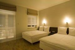 Quarto de hotel confortável Fotografia de Stock Royalty Free