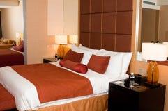 Quarto de hotel Cosy imagem de stock royalty free