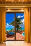Quarto de hotel e paisagem da praia Imagem de Stock Royalty Free