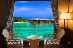 Quarto de hotel e paisagem tropical fotos de stock royalty free