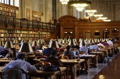 Quarto de leitura da biblioteca pública de New York imagens de stock