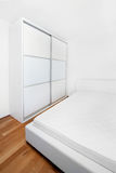 Quarto de sono moderno novo Fotografia de Stock