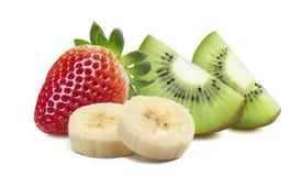 Quarto del kiwi della fragola una banana di 2 pezzi isolata sul backgro bianco Fotografie Stock Libere da Diritti