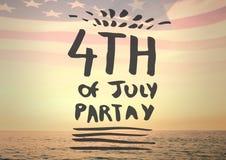 Quarto di Grey del grafico di luglio contro l'orizzonte e la bandiera americana Immagine Stock