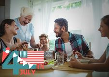 Quarto do gráfico de julho com bandeiras e do gelado contra o jantar da família Fotos de Stock